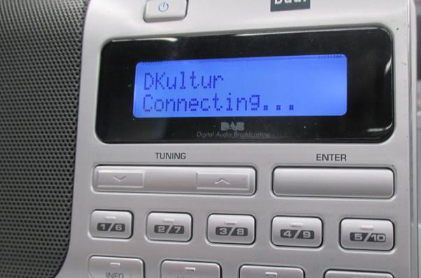 Verbindungsversuch zu DAB-Plus-Sender