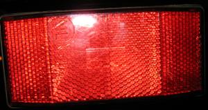 roter Großflächenreflektor
