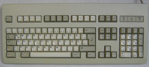 Tastatur in computerbeige mit Tasten in 2 Farbvarianten