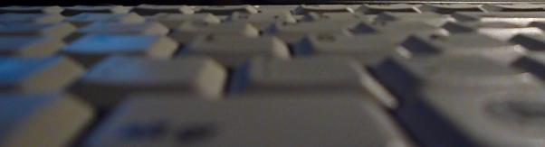 Tastenfeld einer Tastatur im Halbdunkel